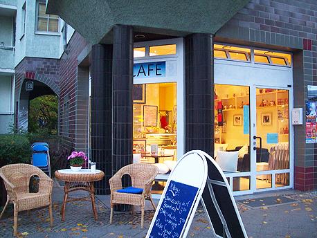 Blick auf das Happiness-Heart-Café in Berlin Wilmersdorf